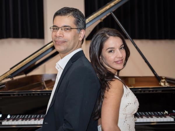 Mariana Airaudo y Roderigo Robles de Medina (pianos)