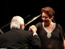 Linda Bustani junto al concertino Daniel Lasca