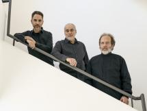 Jorge Camiruaga, Ricardo Gómez y Marcelo Zanolli (percusión)